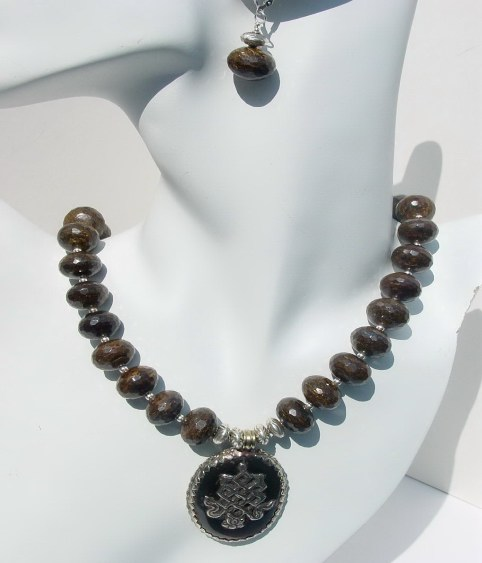 ELEGANT BRONZITE NECKLACE